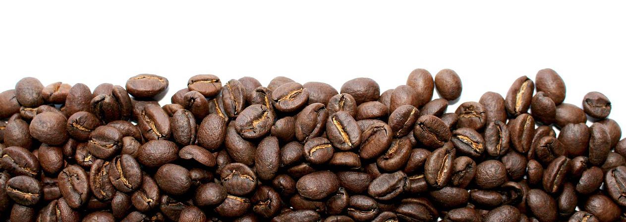 Kaffeebohnen bevor die Maschine sie zerkleinert hat